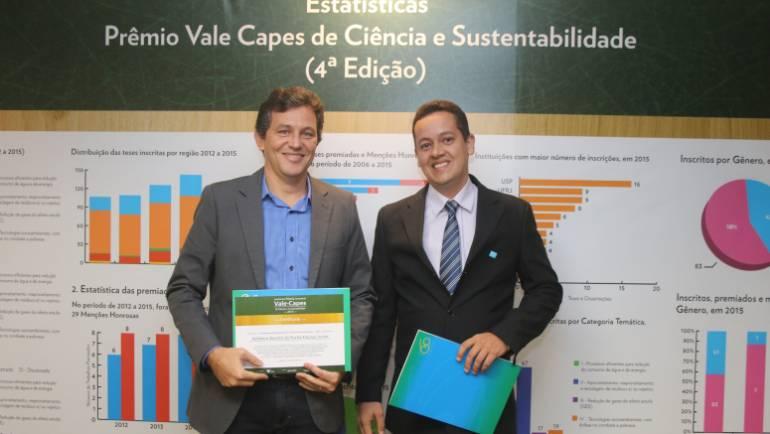Prêmio Capes é entregue a Jeferson Leite, pela sua dissertação de Mestrado referente ao Projeto CELCOM