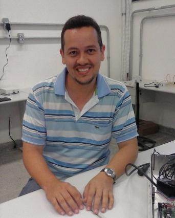 Jeferson Leite, pesquisador do CELCOM, recebe prêmio por dissertação baseada no projeto
